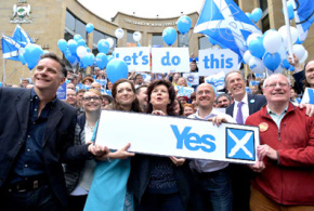 Polls on eve of referendum suggest Scots to vote 'No'