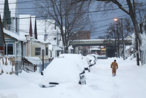 At least 8 dead in US snowstorm