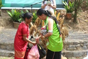 Exchanging of seed among the 11 communities. (EM Images)