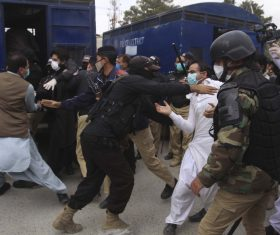 Coronavirus: Pakistani doctors arrested for protesting against unavailability of protective gear
