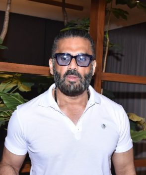 Suniel Shetty at store launch at Andheri